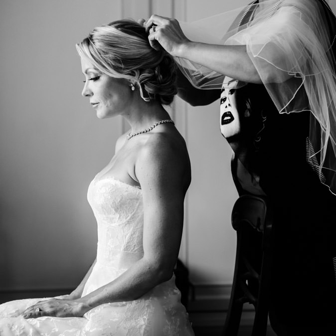 bride getting up veil preparation villa d'este
