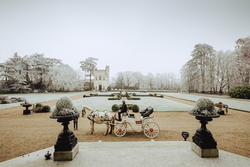 carriage with horse wedding chateau challain