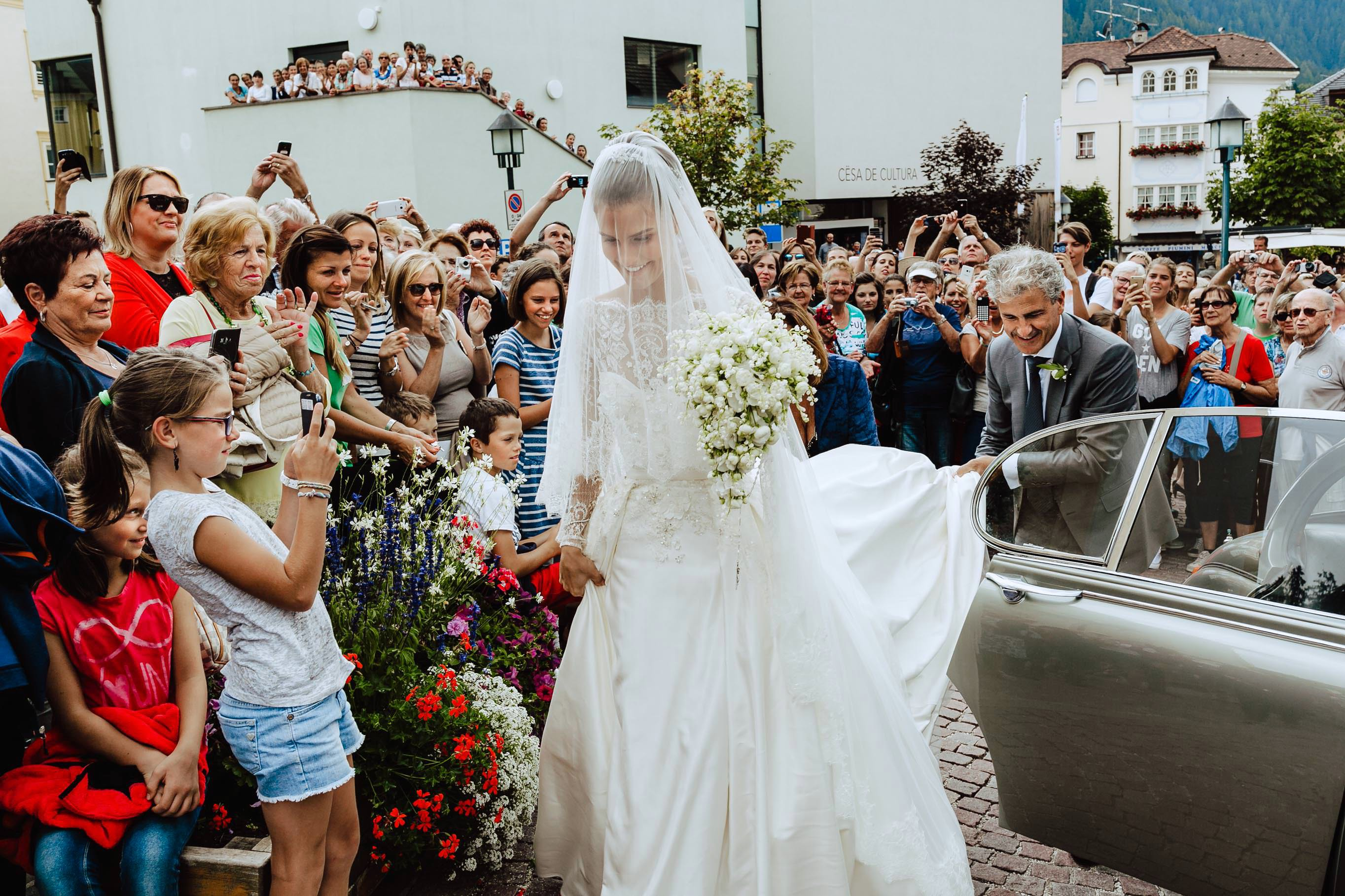 epifania del signore bride with crowd people wedding ortisei
