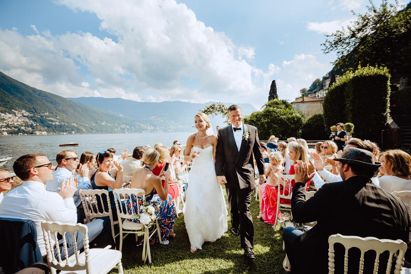 groom bride leaving ceremony villa teodolinda
