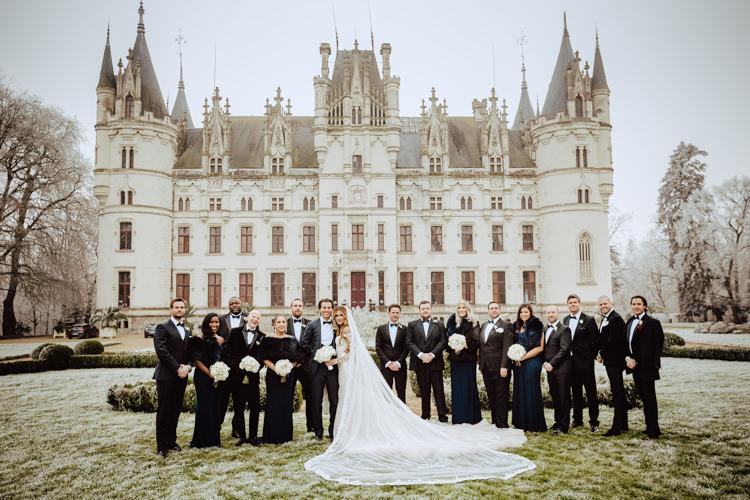 group photo newlyweds chateau challain