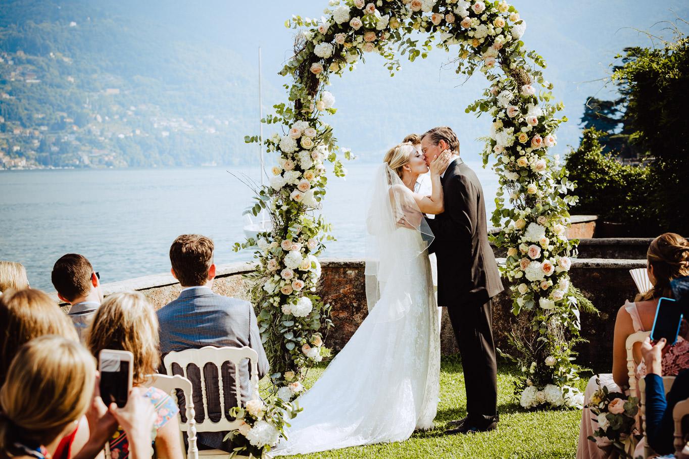 kiss bride groom after ceremony villa teodolinda