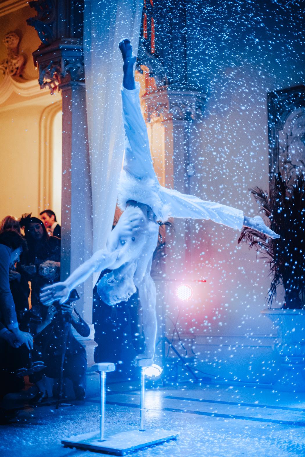 wedding acrobatic show artist chateau challain