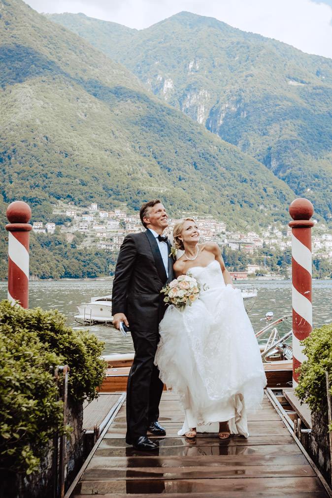 wedding bride arriving from the lake como to villa regina teodolinda