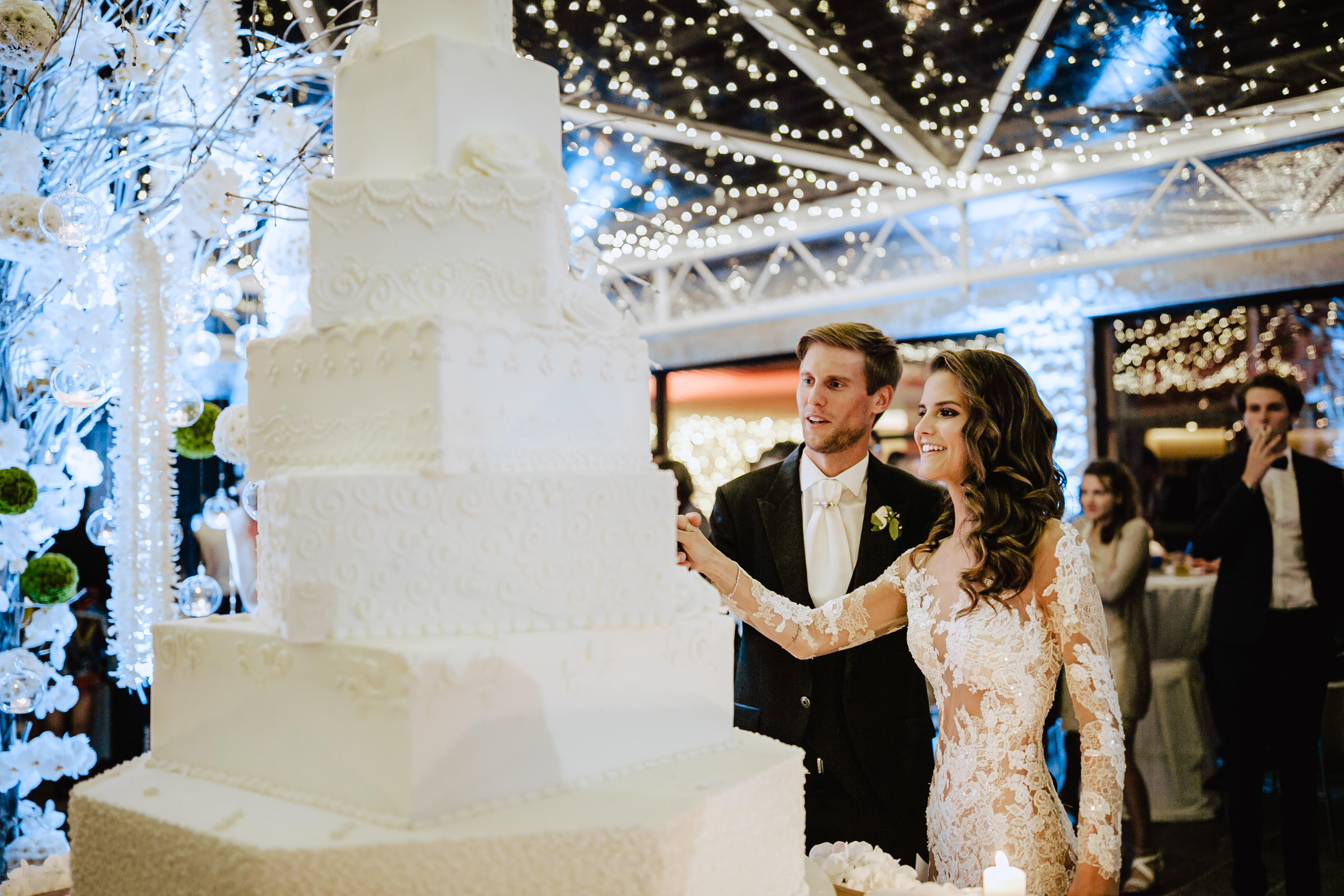 wedding cake cut andreas seppi alpina dolomites hotel valgardena