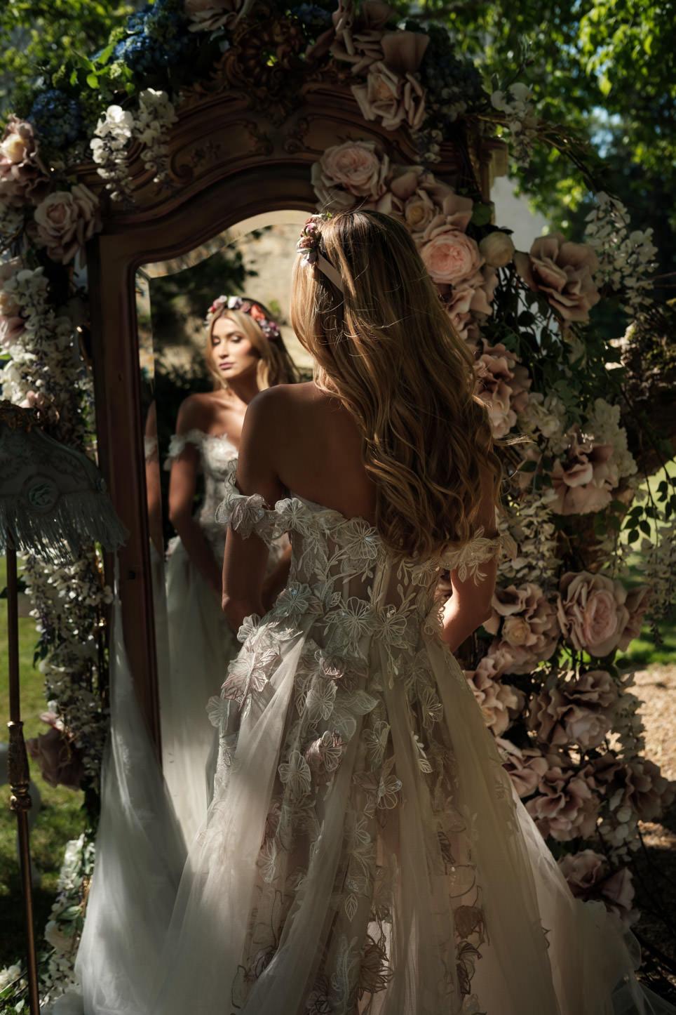 bride mirror France getting ready