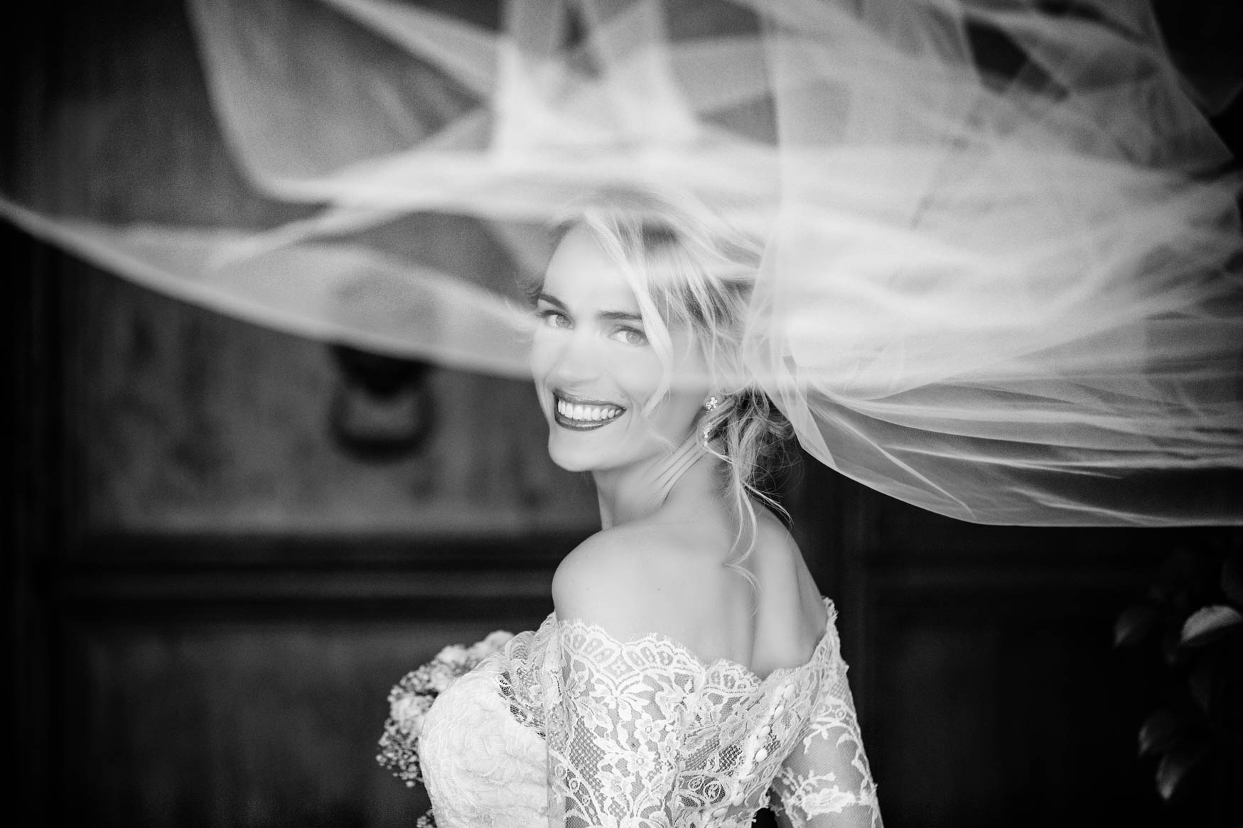bride veil closer