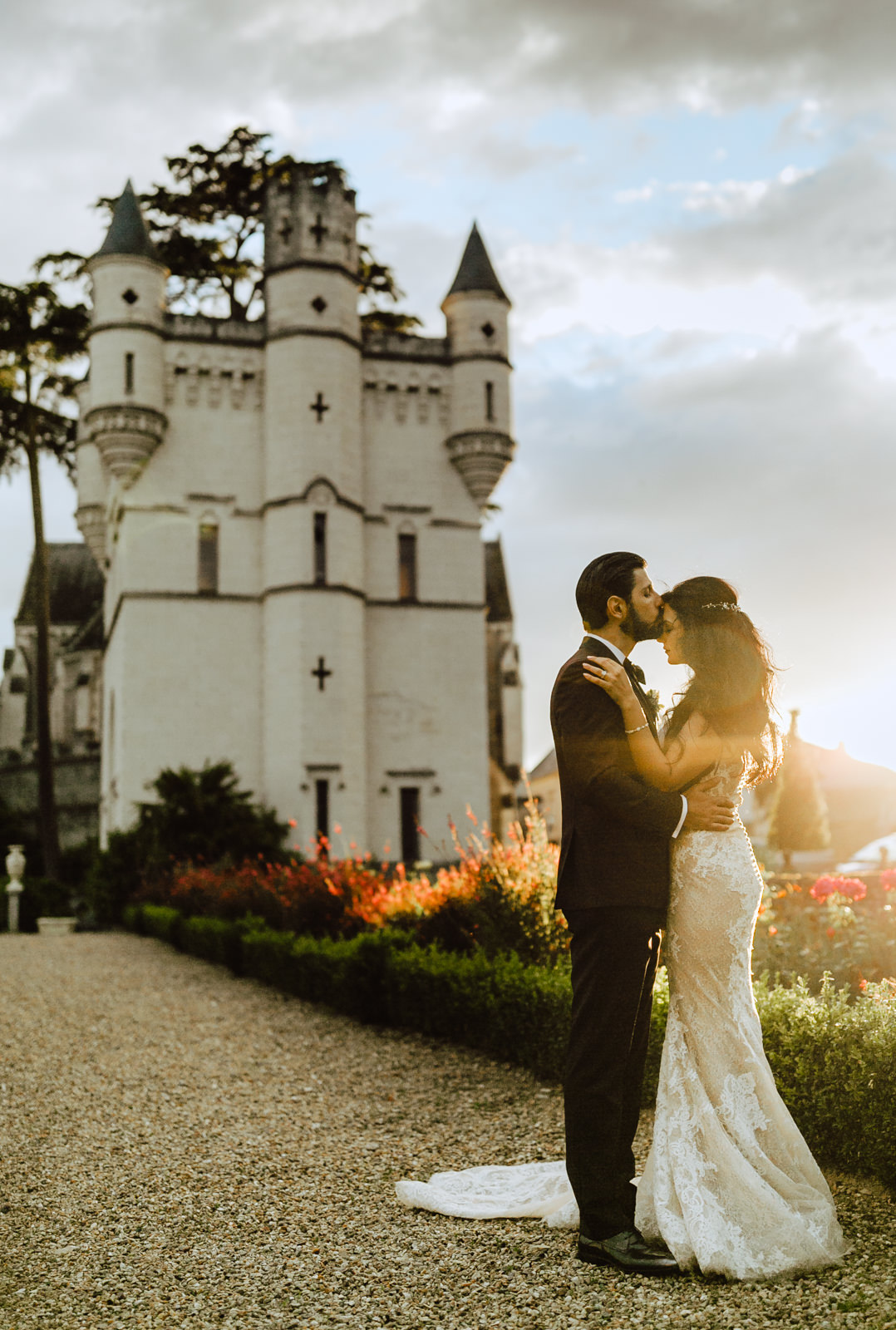 bride and groom sunset chateau challain