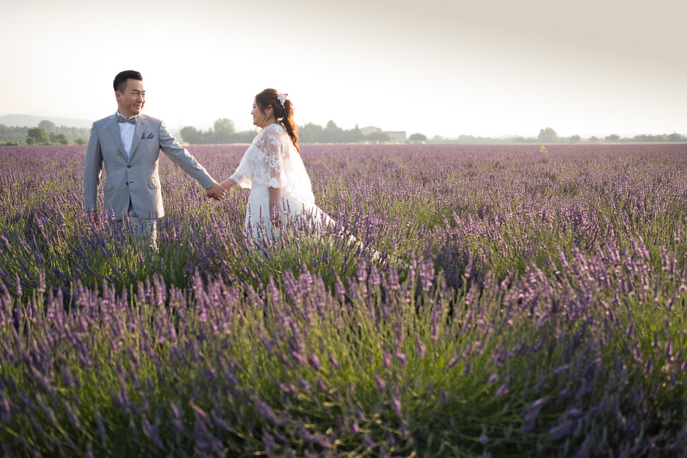 hand in hand prewedding provence