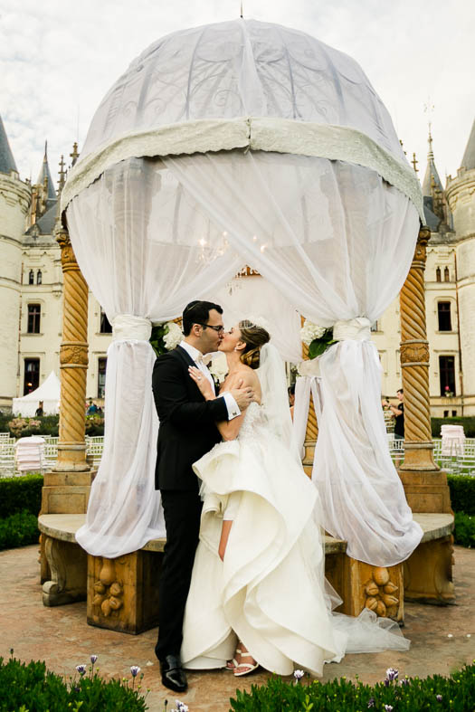 kiss wedding loire