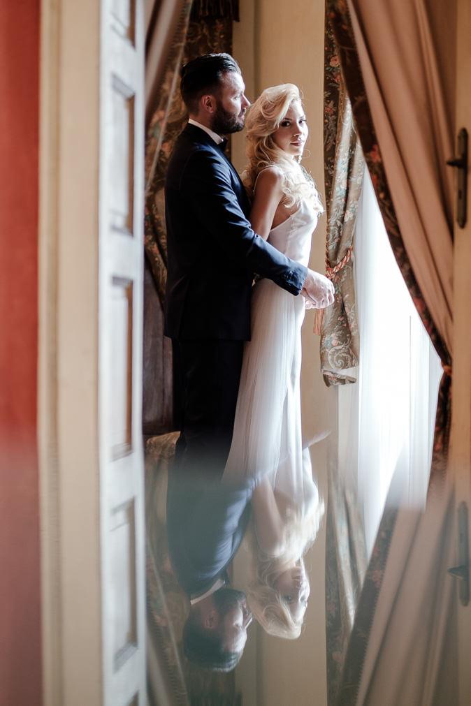 pre wedding lover reflection