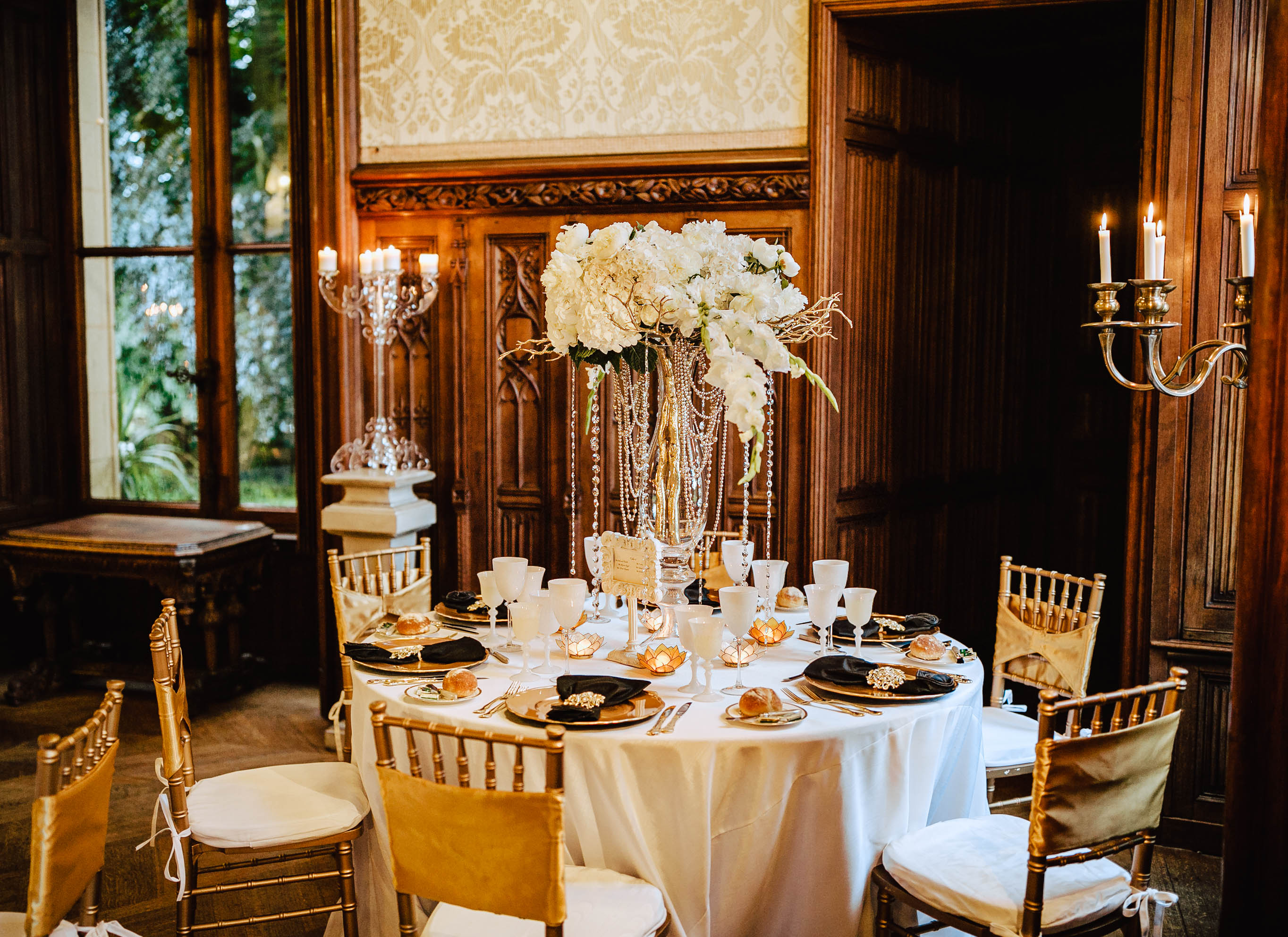 table setting wedding chateau challain white flowers