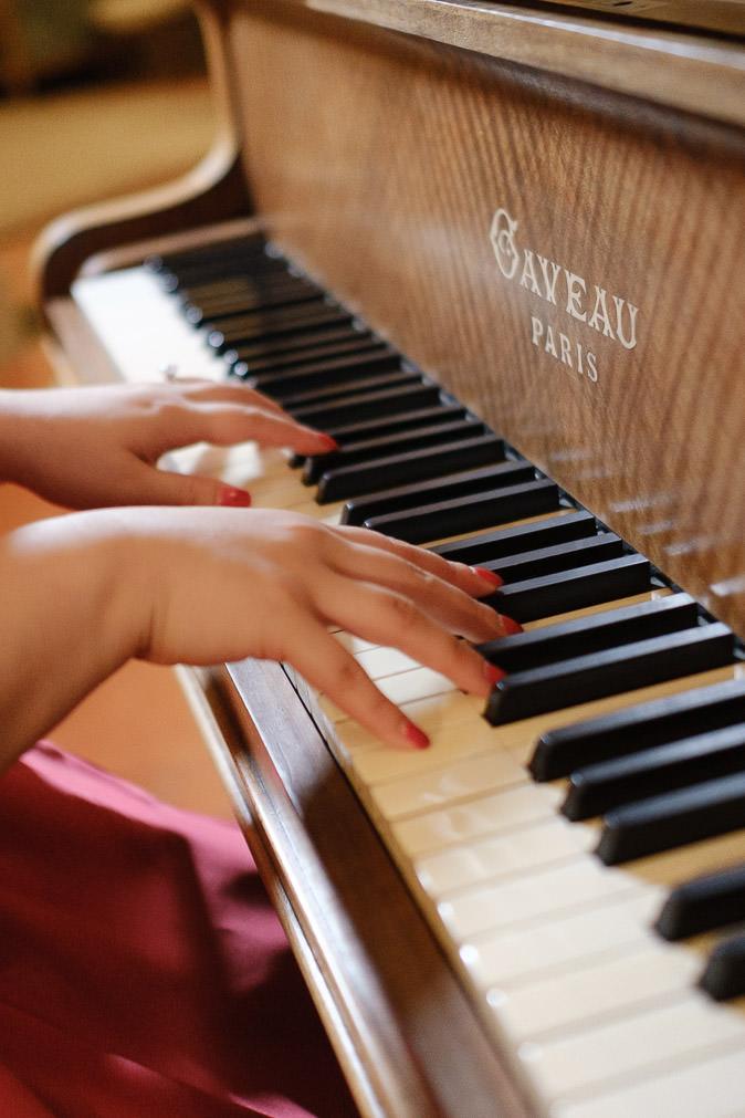 Chateau Fonscolombe Provence piano